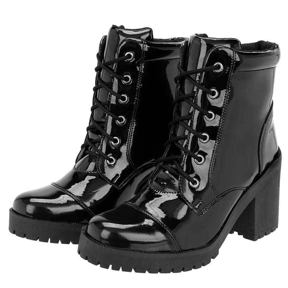 bdd8665e8 bota feminina tratorada preta com salto alto verniz promoção. Carregando  zoom.