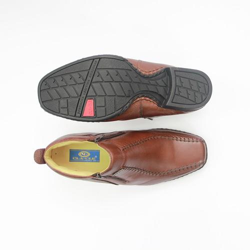 bota masculina em couro com sola de borracha costurada a mão