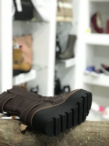 bota media caña mujer con plataforma negro y chocolate