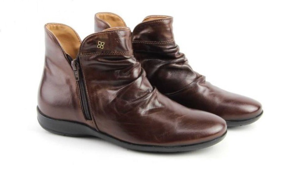b19d9cddd7 bota rasteira feminina cano curto pinhão perlatto couro f820. Carregando  zoom.