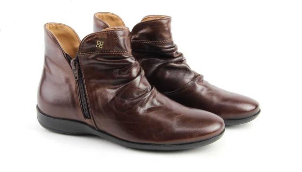089730bbd40 bota rasteira feminina cano curto pinhão perlatto couro f820. Carregando  zoom.