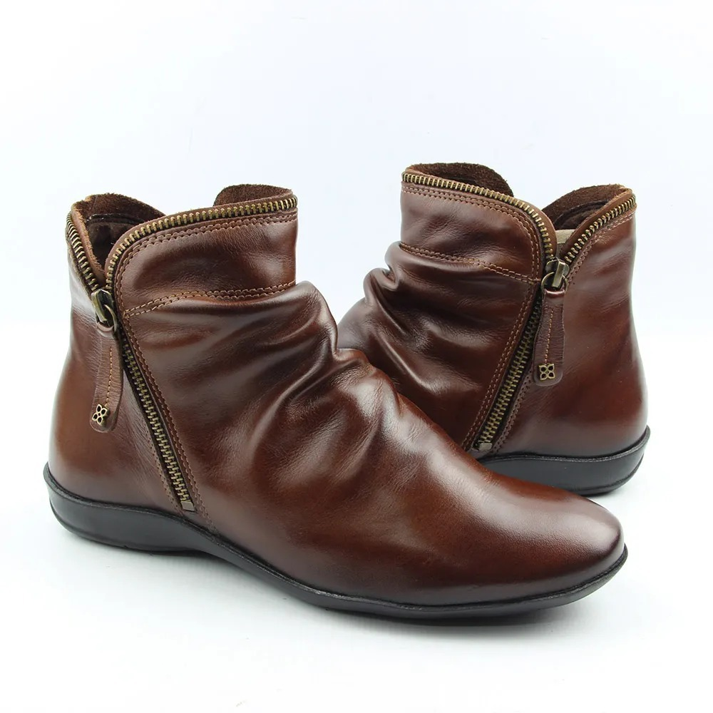 bf018854e3 bota rasteira feminina perlatto pinhão cano curto couro f811. Carregando  zoom.