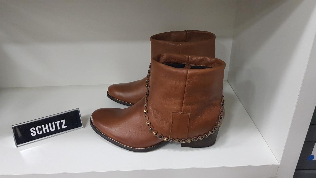 1ee965711 bota salto baixo new caramelo - schutz - bota western studs. Carregando  zoom.