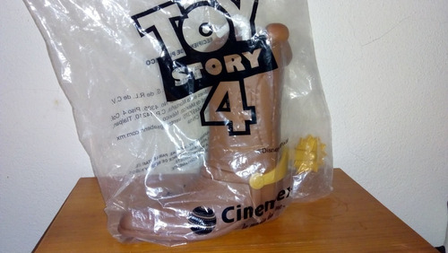 bota termo  woody cinemex  toy story 4 . nueva