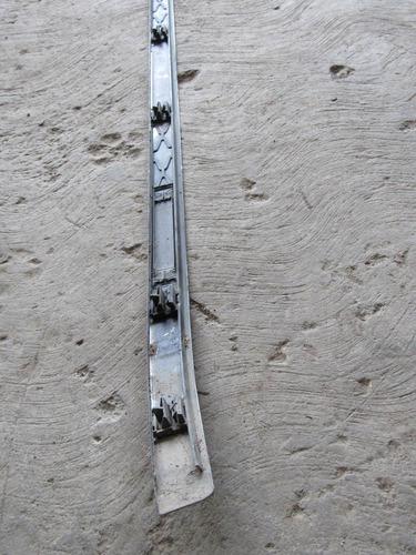botagua de toldo izquierda chevy monza 2007