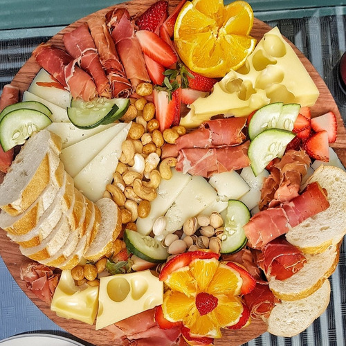 botana tabla de quesos y carnes frias