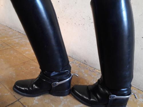 botas altas militares con espuelas