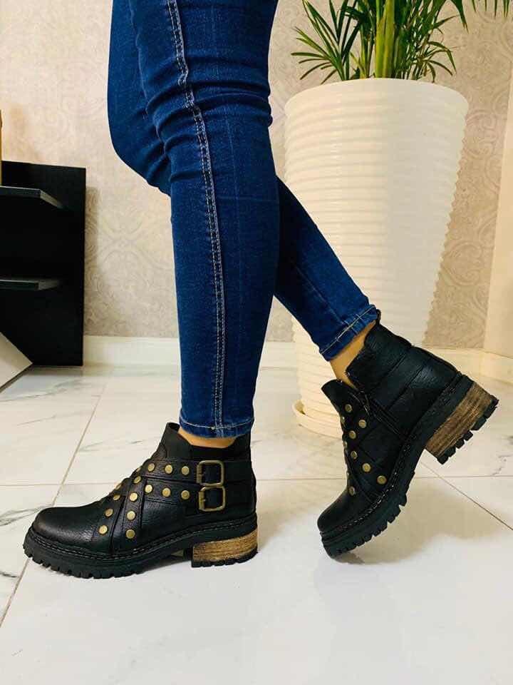 a6a72515a9 botas botinetas tiras cruzadas tachas mujer invierno 19 lula. Cargando zoom.