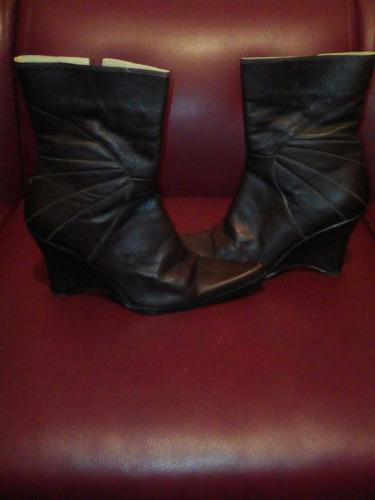 botas colombiana de color marron marca botero