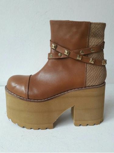 botas color marron suela con plataforma eva y tachas nuevas