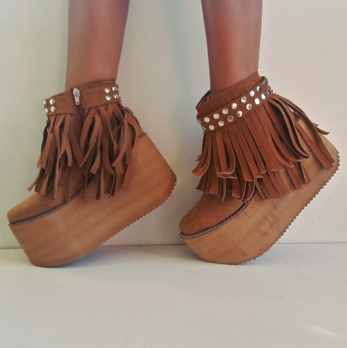 botas con flecos y plataforma
