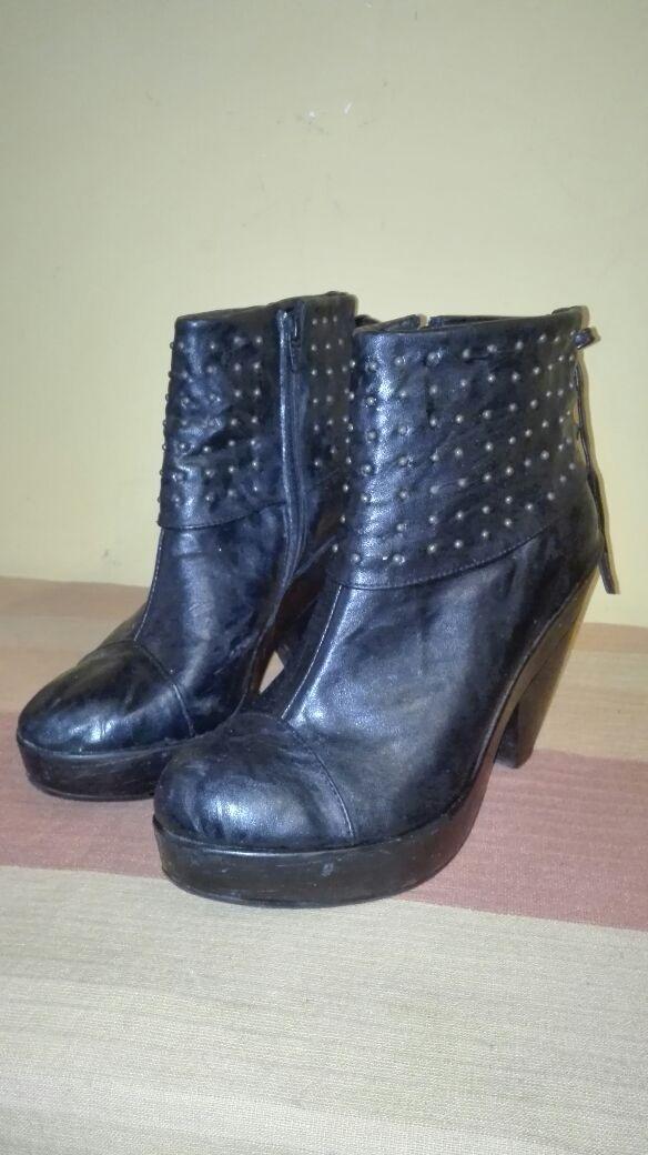 botas con taco y plataforma. negro con tachas - oferta. Cargando zoom. b34a23ef7a998