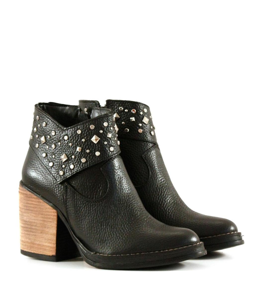 75cd8a70060b0 botas cortas con tachas cuero negro para mujer batistella. Cargando zoom.