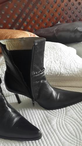 botas de cuero americana se le dio uso una sola ves!