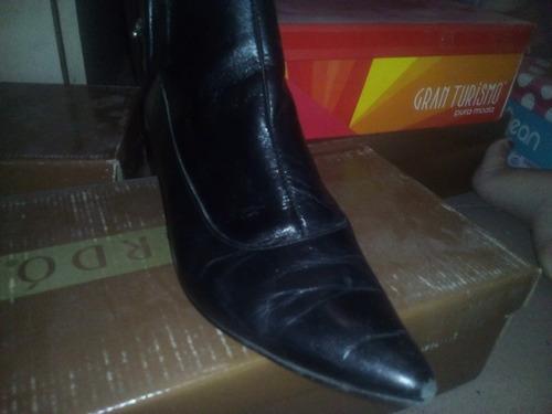 botas de cuero negras