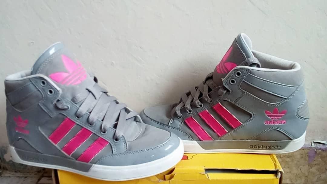ed6b2f4f5fe93 botas deportivas adidas originales (femeninas). Cargando zoom.