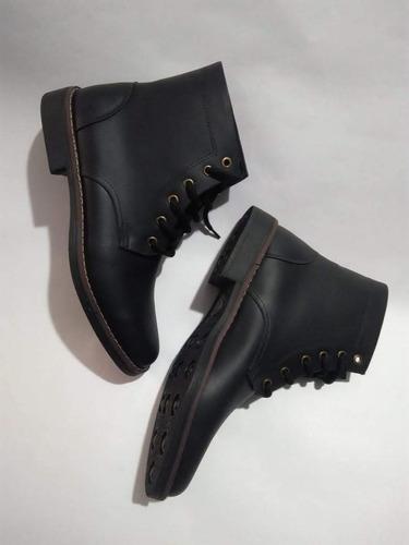 botas en puro cuero color negro