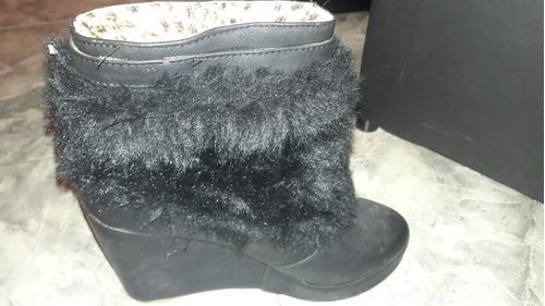 botas negras con piel