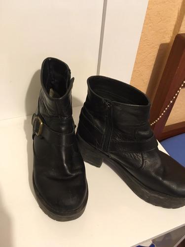 botas negras de cuero. talle 36 (horma grande) con poco uso