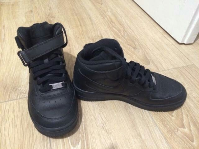 nike air force 1 negras puestas