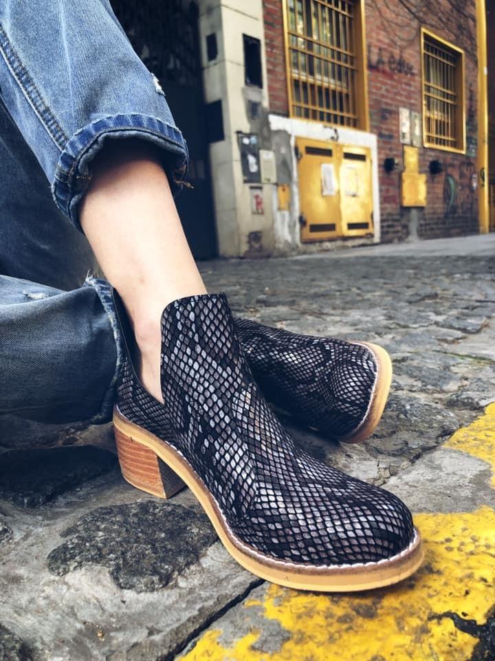 a04be97cd4 botas texanas reptil taco folia bajo otoño 2019 moda mujer. Cargando zoom.
