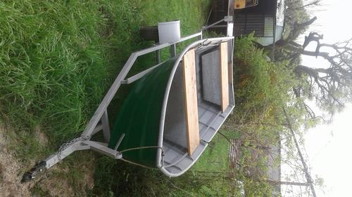 bote con trailer