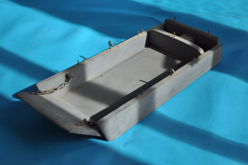 bote lancha descarga transporte soldados militar madera