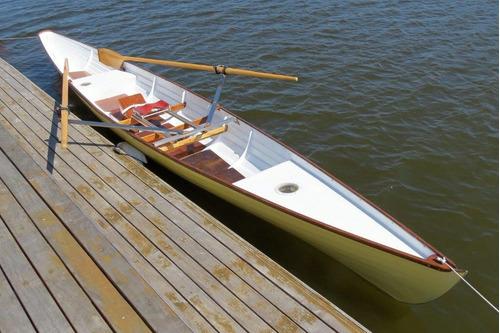 bote profesional a remo por ricardo lucotti del rowing club