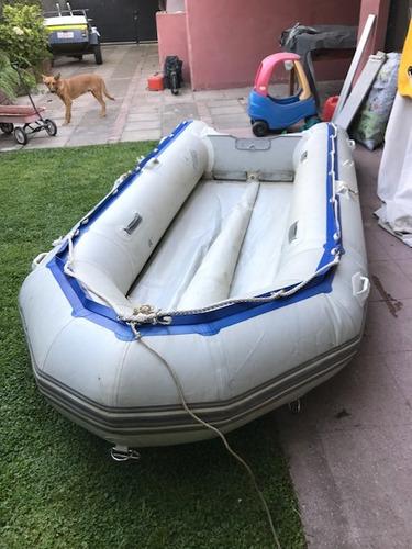 bote tipo zodiac operativo con detalles de 3,8 metros