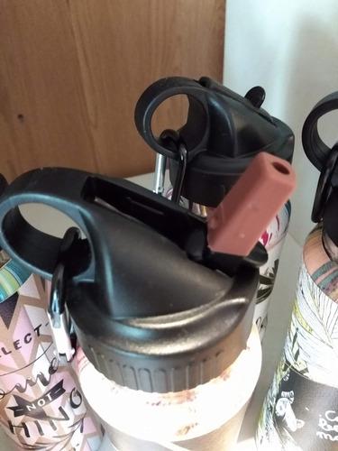 botella 500 ml térmica con pico y gancho para llevar