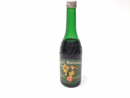 botella llena de antiguo aceto balsámico modari federzoni