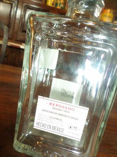 botella vacia de tequila la herradura decoracion