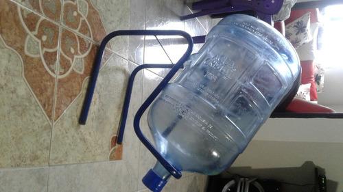 botellon de agua con base