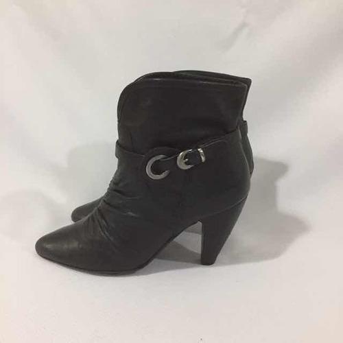 botín de cuero marca via uno n*35 negro