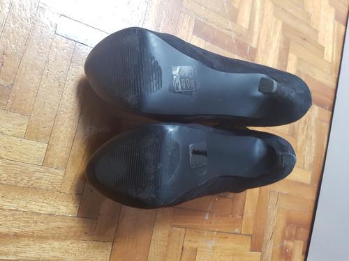 botines negros marca bebe. tamaño de tacon 15 com.