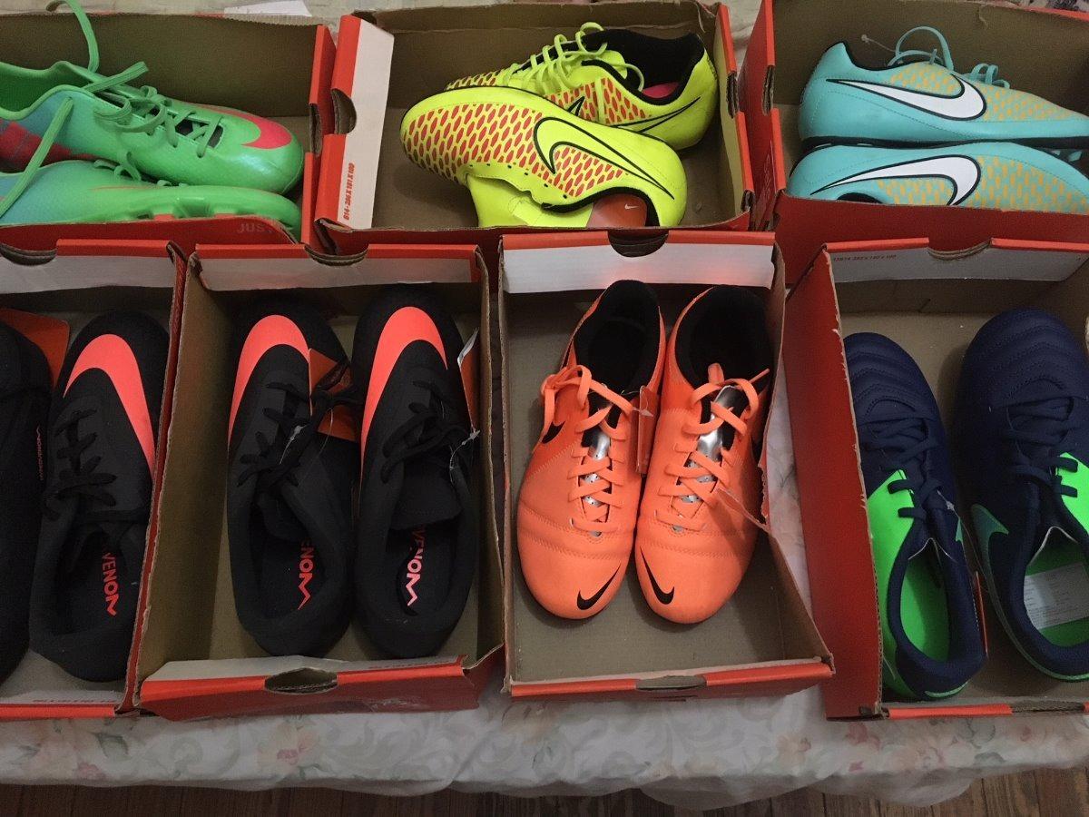 botines nike futbol chicos son de colores varios para campo. Cargando zoom. fd6712eb7af30