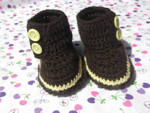 botines/ zapatitos tejidos a  mano para bebe el regalo ideal