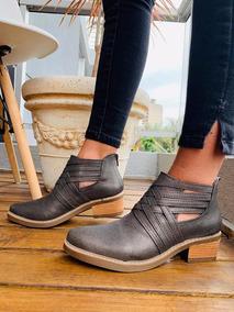 335d9586d2 Botas De Cuero Con Tiras Cruzadas - Zapatos de Mujer en Mercado ...
