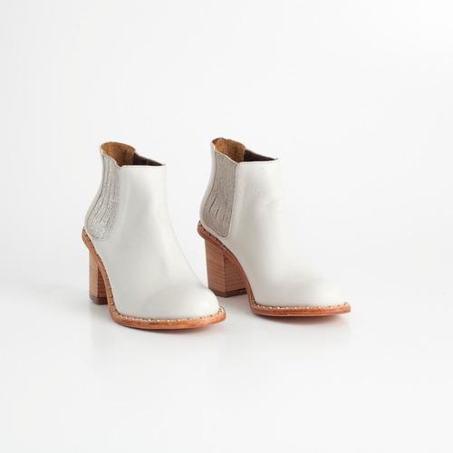 botineta de cuero. art puma nude. otro calzado