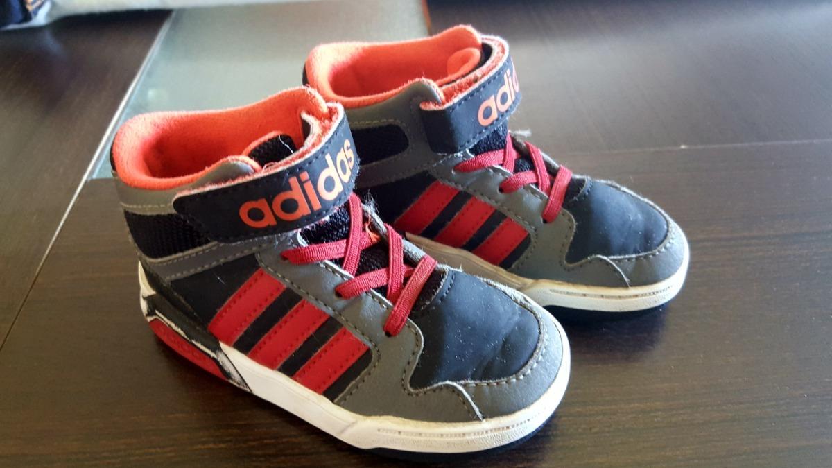 Características. Marca Adidas  Género Niños  Estilo Botitas  Tipo de  calzado Zapatilla 3971f6c448233