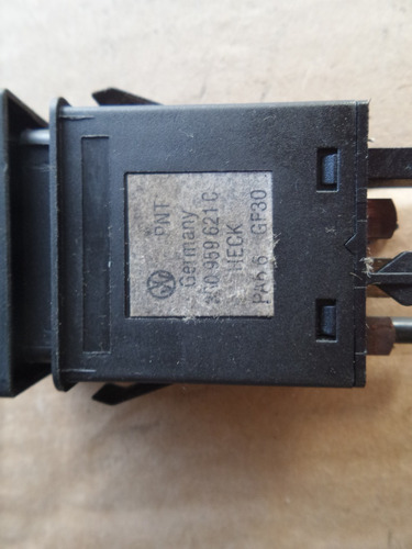 boton de defroster  v.w. passat modelo 2001 original.