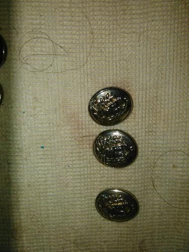 botones e insignias uniforme militar