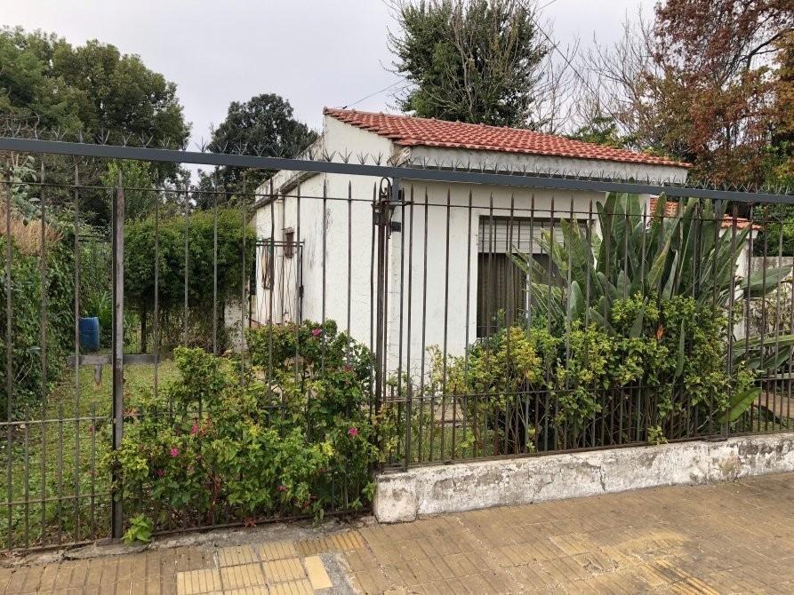 bouchard 158, casa con amplio lote