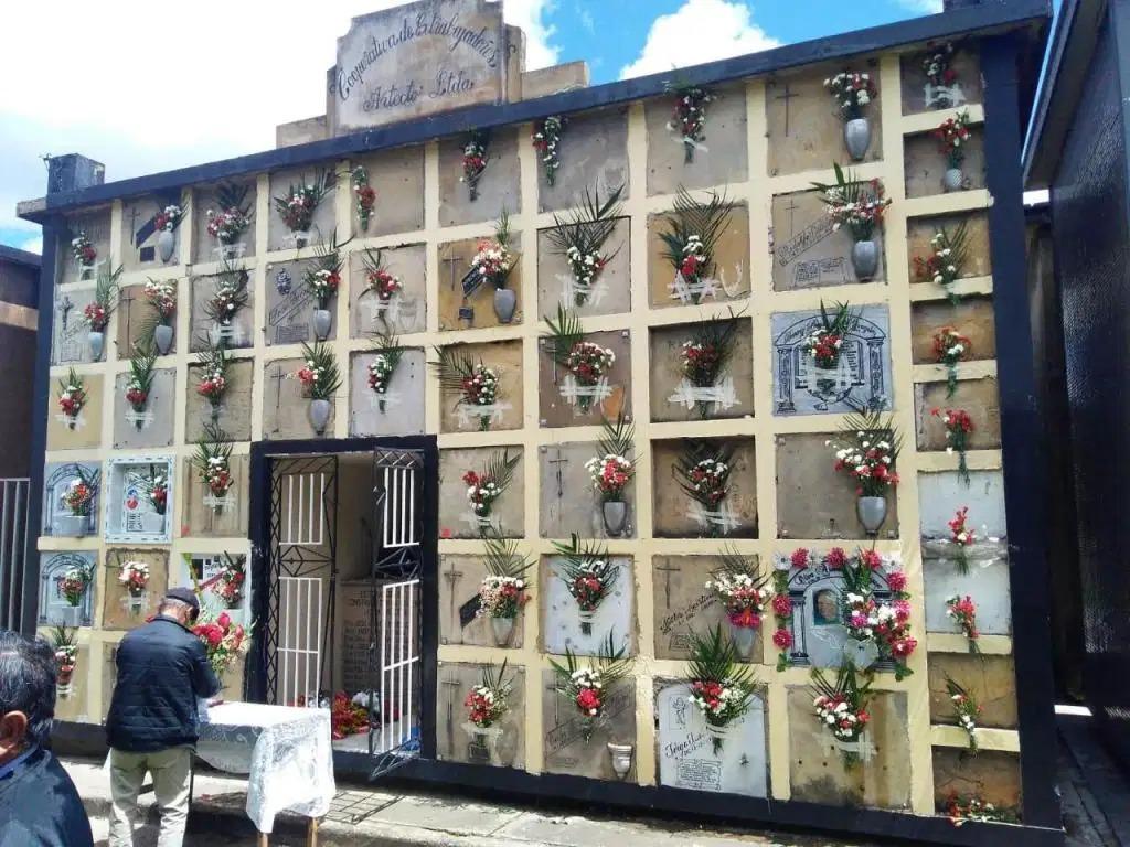 bóvedas de mausoleos, cementerios chapinero y matatigres.