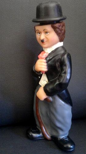 br678 - boneco charlie chaplin de vinil 19 cm frete grátis
