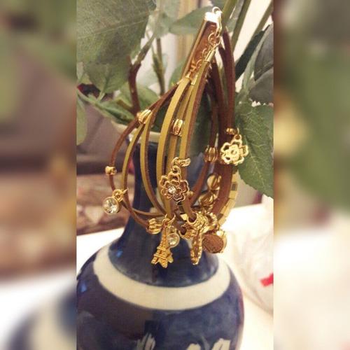 bracelete berloques de couro com fecho de imã