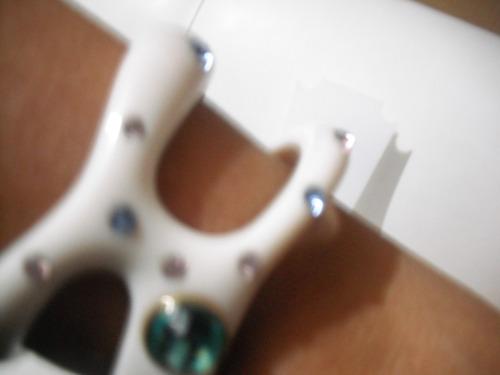 bracelete com pedras coloridas