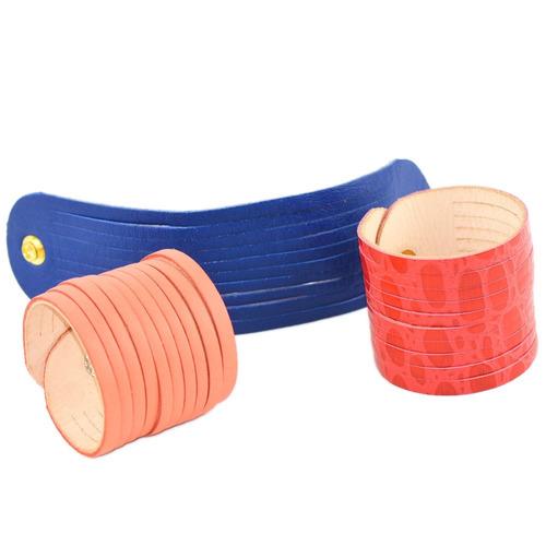 bracelete com tiras - vermelho