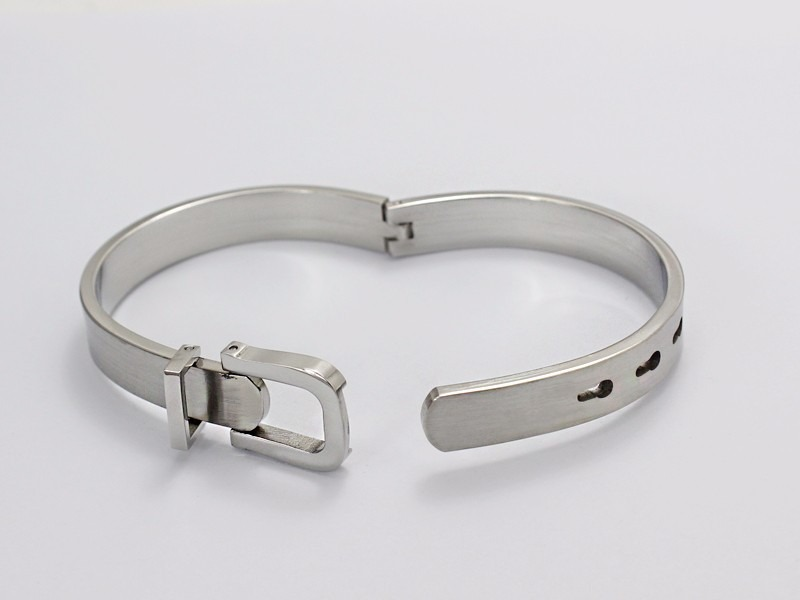 Pulseira Bracelete Feminina Cinto Titânio - R  120,91 em Mercado Livre 4f83115490