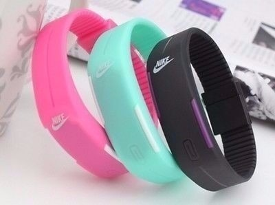 cd7e4876974 Bracelete Feminino Relogio Moderno Nike Led Digital Touch - R  18